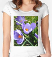 The Crocus Women's Fitted Scoop T-Shirt