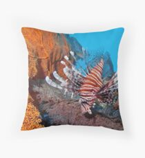 Red Lionfisch - Pazifischer Rotfeuerfisch Throw Pillow