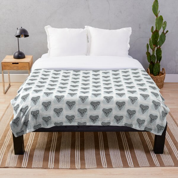 Shark Tooth Simple Line Drawing Throw Blanket