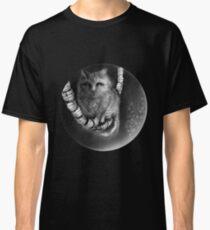 CIRCLE ART - CAT WALKS ON WIRE Classic T-Shirt