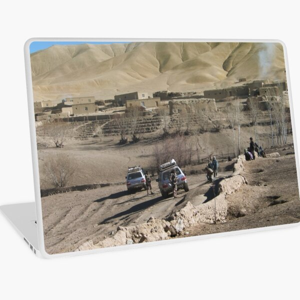 child and soldiers Laptop Skin