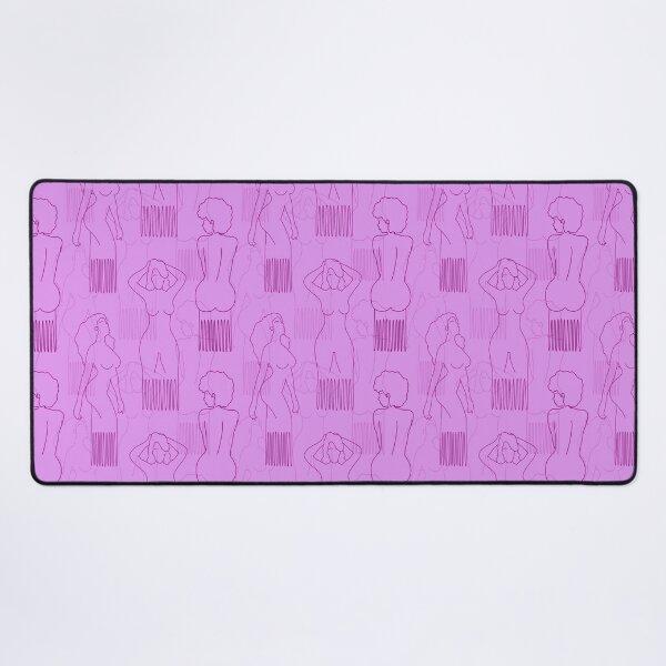 Peine con forma de mujer morado sobre fondo rosa Alfombrilla de escritorio