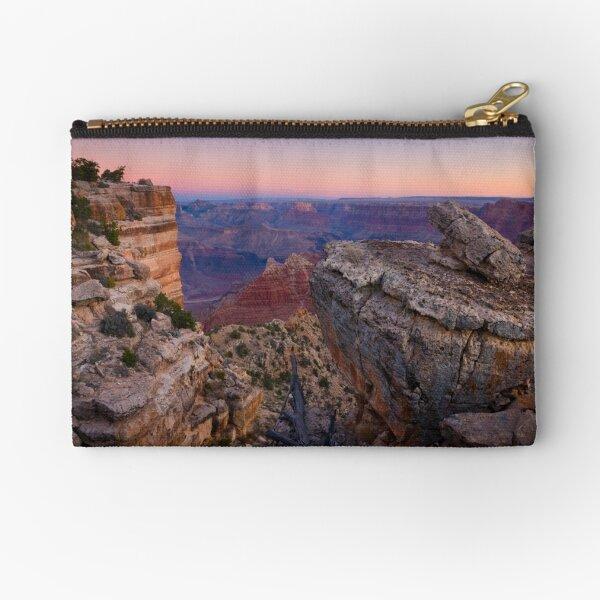 USA. Arizona. Grand Canyon. (Alan Copson ©) Zipper Pouch