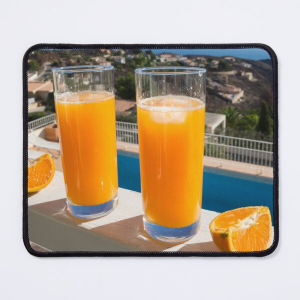 Frischer Orangensaft, Sonne und Blick auf das Mittelmeer Mauspad