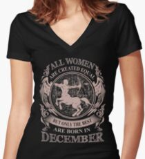 Camiseta entallada de cuello en V Todas las mujeres son creadas iguales pero solo las mejores nacen en diciembre