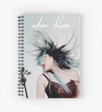 Cuaderno de espiral Adore Delano - cabello azul