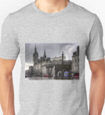 The Castlegate in the driving rain Unisex T-Shirt