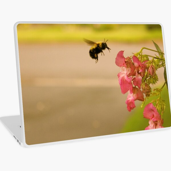 Don't Worry, Bee Happy  Laptop Skin