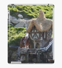 Cottage A Quaint Resting Home Holiday House iPad Case/Skin