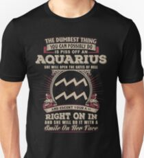The Dumbest thing You can possibly do is piss off an Aquarius woman Unisex T-Shirt