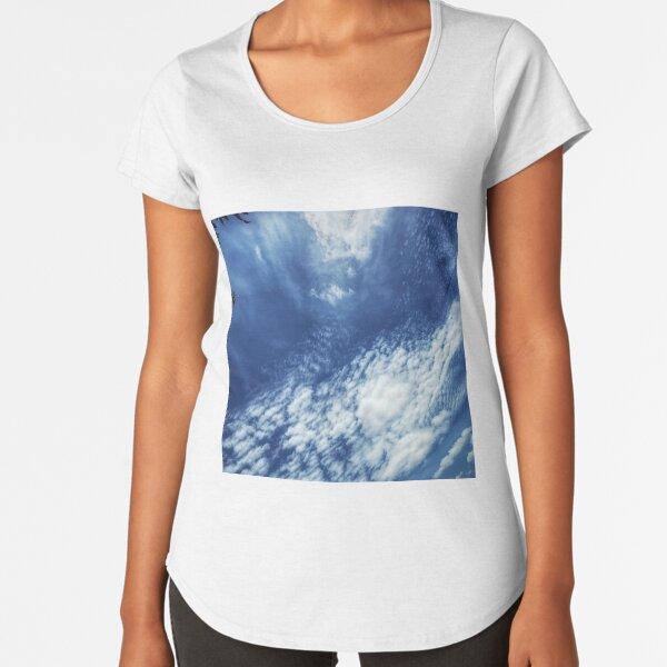Skies are blue Premium Scoop T-Shirt