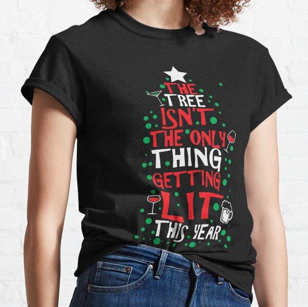 L'arbre n'est pas la seule chose éclairée cette année T-shirt classique