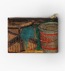 Shelved Studio Pouch