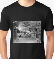 Nikola Tesla with his equipment (June 17, 1901) Unisex T-Shirt