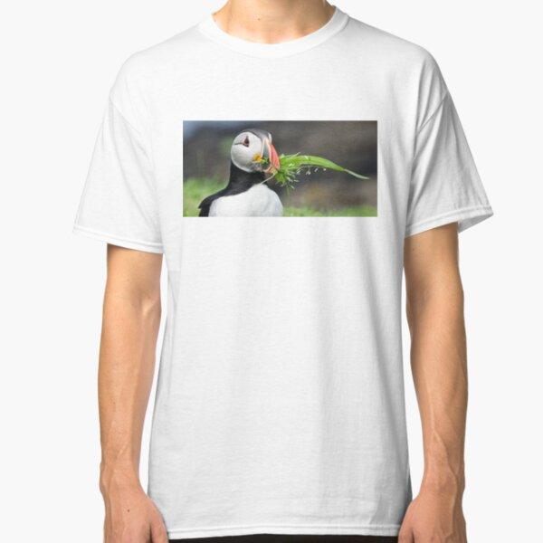Puffin nestbuilding Classic T-Shirt