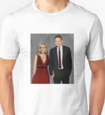 Gillian Anderson and David Duchovny attend Emmy Awards 2017 Unisex T-Shirt