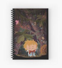 Niño leyendo en un parque Spiral Notebook