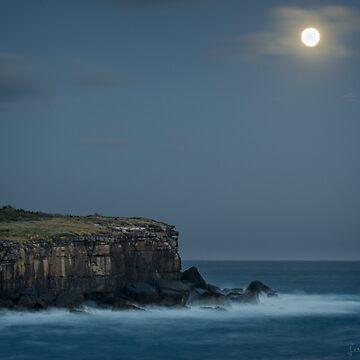 Super Moon over Bowen by LesBoucher