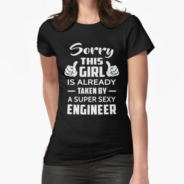Entschuldigen Sie dieses Mädchen wird bereits von einem Super Sexy Engineer genommen Tailliertes T-Shirt