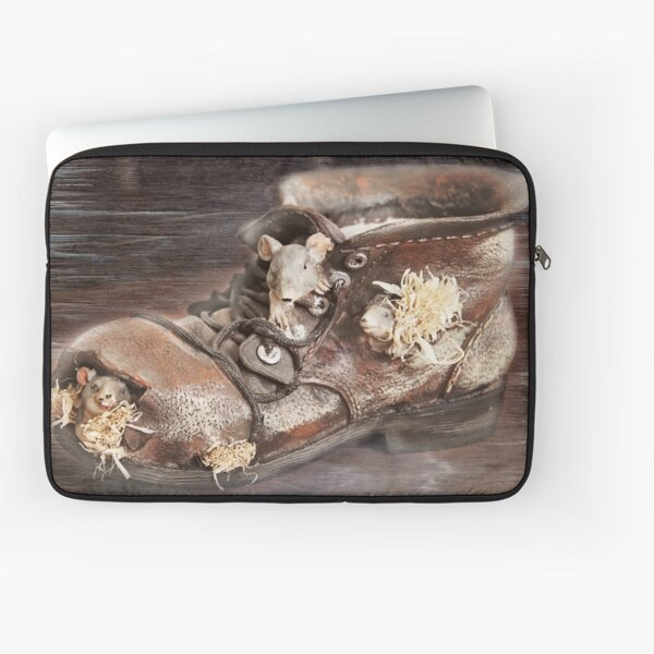 Rats are home Laptop Sleeve