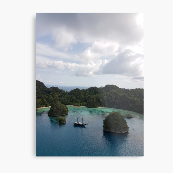 Uranie Island, with Shakti liveaboard Metal Print