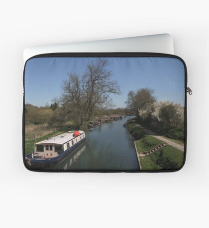View From A Bridge - Kennet and Avon Canal Laptop Sleeve