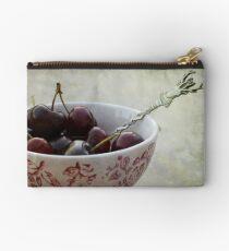 « Cherries for the deer » Studio Pouch