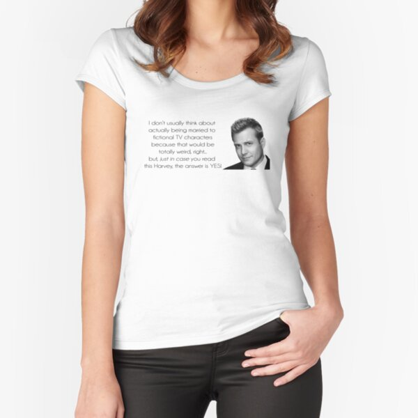 ¿Quieres casarte con Harvey Spectre? Camiseta entallada de cuello ancho
