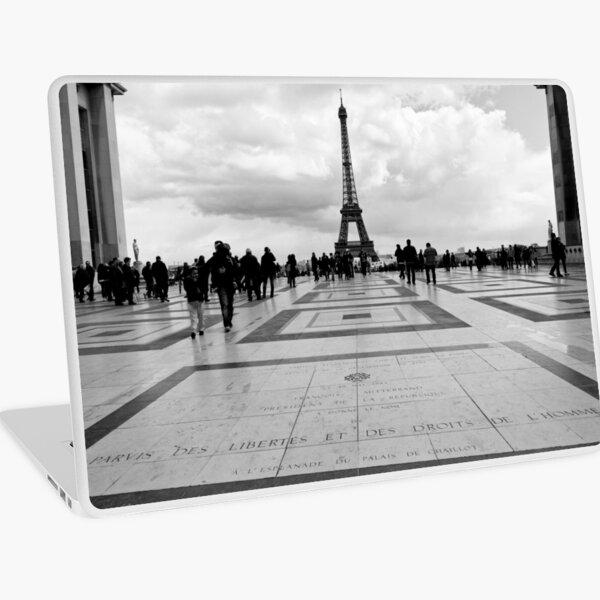 la Tour Eiffel depuis le Trocadéro - Paris, France Laptop Skin