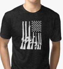 Grand drapeau américain avec mitrailleuses blanc T-shirt chiné