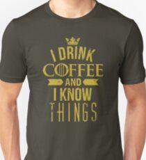 Ich trinke Kaffee und ich weiß Dinge Unisex T-Shirt