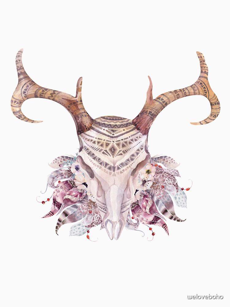 Deer skull with feathers de weloveboho