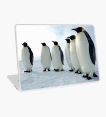 Lined up Emperor Penguins Laptop Folie