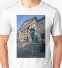 Art Institute Lion has Cubs to Celebrate Chicago Cubs world series victory Unisex T-Shirt