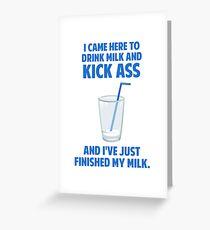 Tarjeta de felicitación Beber leche y patada en el culo