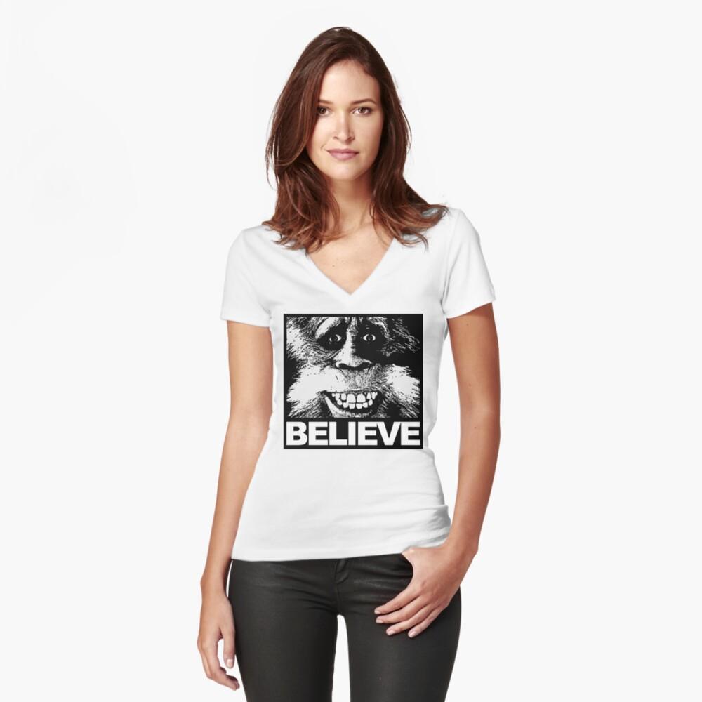 Glauben Sie an Bigfoot Tailliertes T-Shirt mit V-Ausschnitt