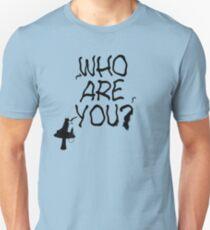 Raupe - Wer bist du? Ver. 1 (Alice im Wunderland) Slim Fit T-Shirt