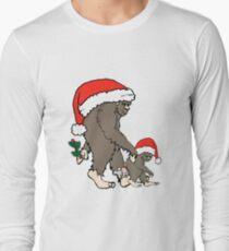 Christmas Bigfoot Family  T-Shirt
