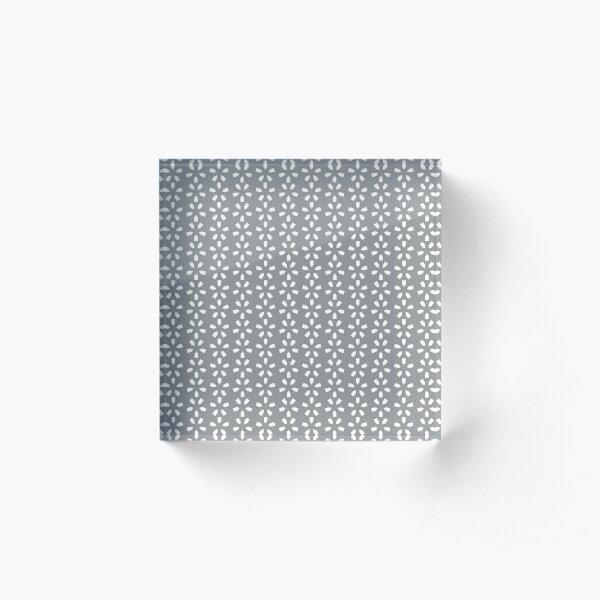 Zima (Gray/White) Acrylic Block