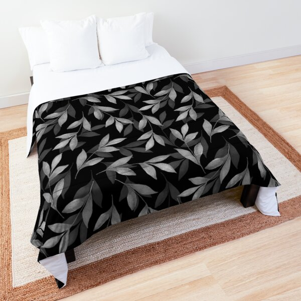 Black and white pattern of leaves Comforter
