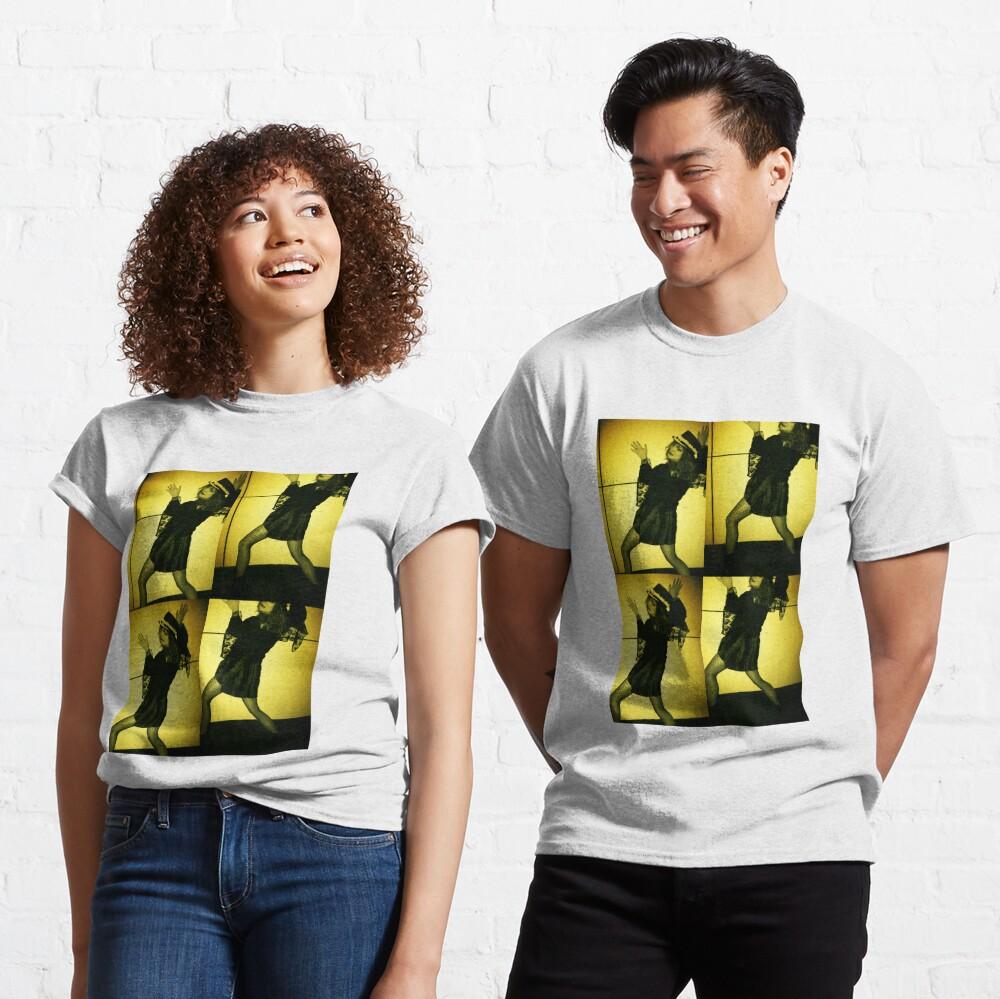 t-wall Classic T-Shirt