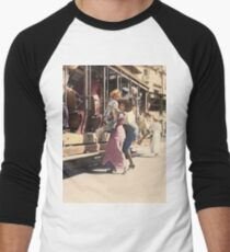 Mother helps her child off trolley in NYC — Colorized Men's Baseball ¾ T-Shirt