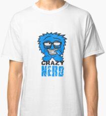 logo nerd geek schlau hornbrille zahnspange freak pickel haarig monster wuschelig verrückt lustig comic cartoon zottelig crazy cool gesicht  Classic T-Shirt