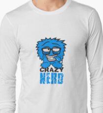 logo nerd geek schlau hornbrille zahnspange freak pickel haarig monster wuschelig verrückt lustig comic cartoon zottelig crazy cool gesicht  T-Shirt