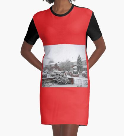 Falling Thick and Fast -  Winter Street Scene T-Shirt Kleid