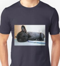 FB puppy with pen T-Shirt