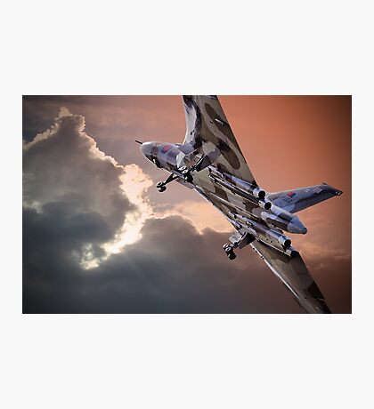 Vulcan XH558 takes off at Farnborough 2014 Photographic Print