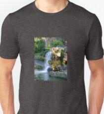 Fuente en el parque de El Retiro T-Shirt