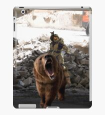 Master Chief Riding a bear while being rode by a baby bear  iPad Case/Skin