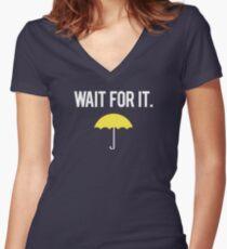 Warte darauf. Shirt mit V-Ausschnitt